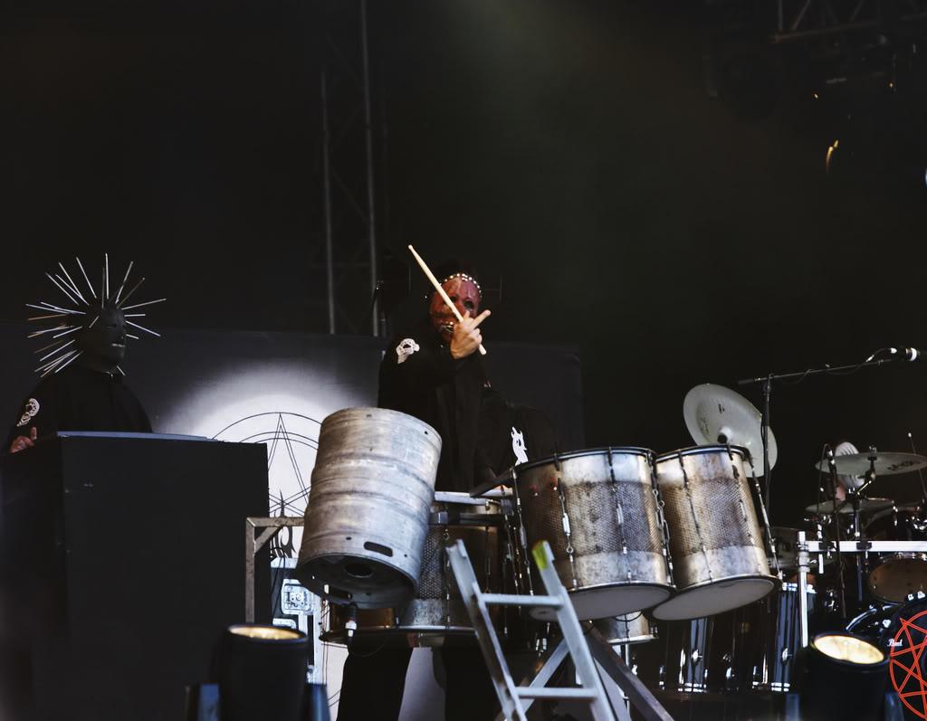 Obraz dołączony do pytania Są jakieś taby czy coś żeby grać na instrumentach perkusyjnych jak Chris Fehn? (SlipKnot)