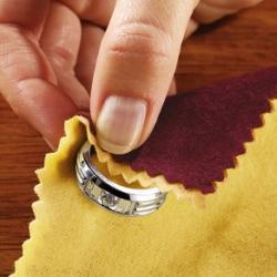 Jak czyścić biżuterię