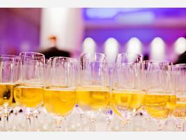 Jak wznosić toast na weselu