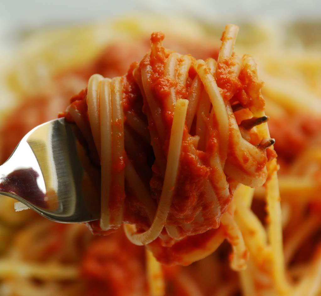 Jak szybko zrobić makaron z sosem pomidorowym