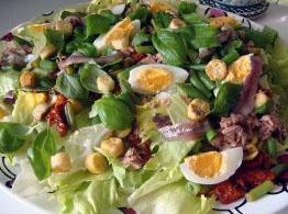 Jak zdrowo robić sałatki