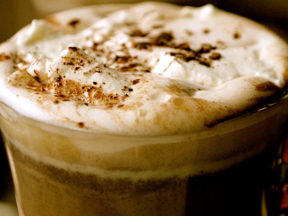Jak zaparzyć kawę z miodem i cynamonem