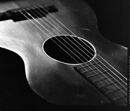 Od czego zacząć naukę gry na gitarze