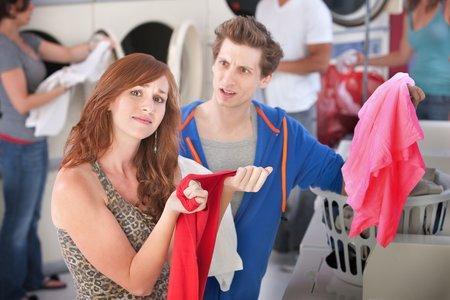 Jak usunąć z ubrania plamy po dezodorancie