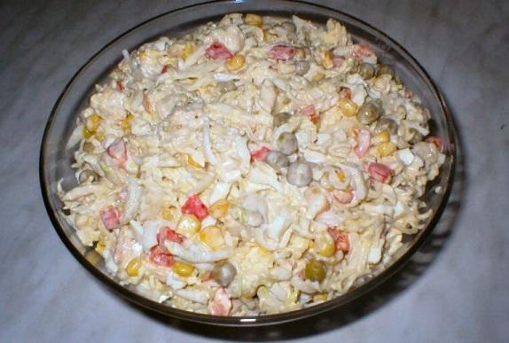Jak przygotować sałatkę z zupki chińskiej
