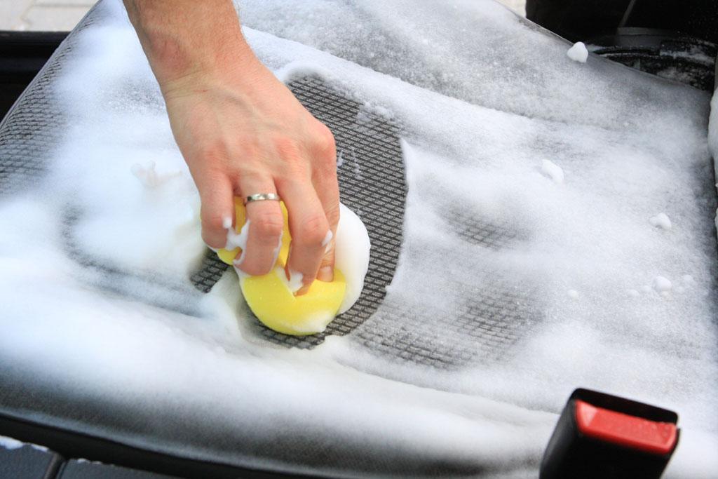 Jak usunąć nieprzyjemny zapach w samochodzie
