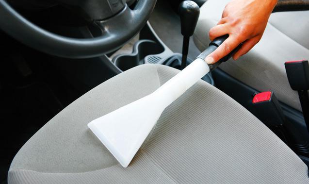 Jak wyczyścić wnętrze samochodu