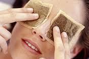 Jak domowymi sposobami ukoić zmęczone oczy