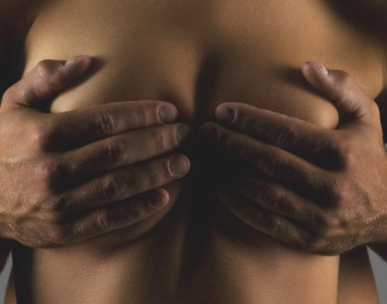 Jak doprowadzić kobietę do orgazmu sutkowego