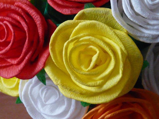 Jak zrobić różę z bibuły?