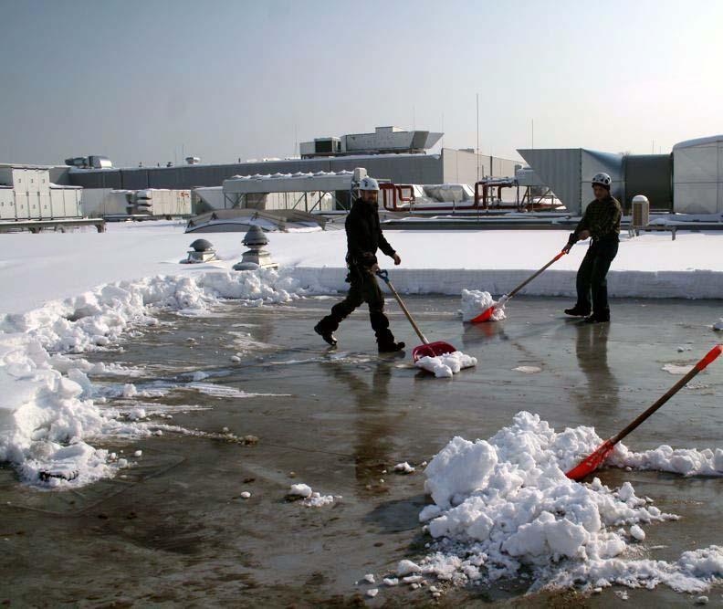 Jak usunąć śnieg z dachu