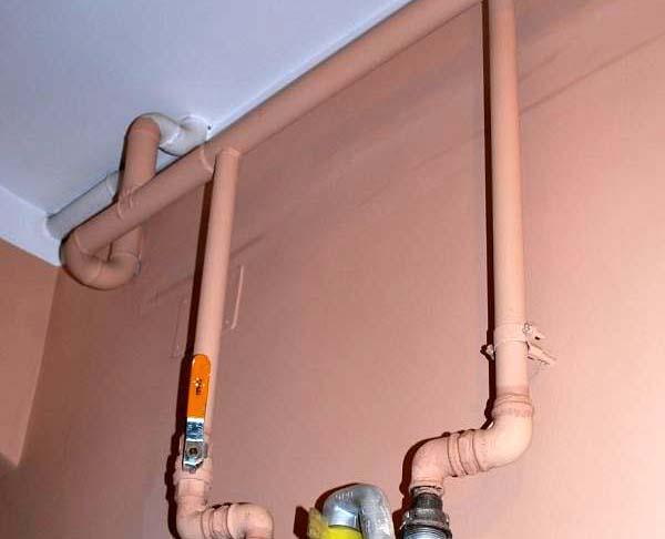 Jak zrobić osłonę na rurę gazową w mieszkaniu