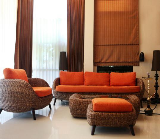 Jak urządzić salon w brązowo-pomarańczowej tonacji