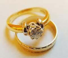 Jak czyścić złotą biżuterię