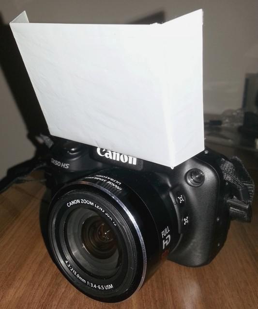 Jak zrobić dyfuzor do aparatu fotograficznego do lampy pop-up.