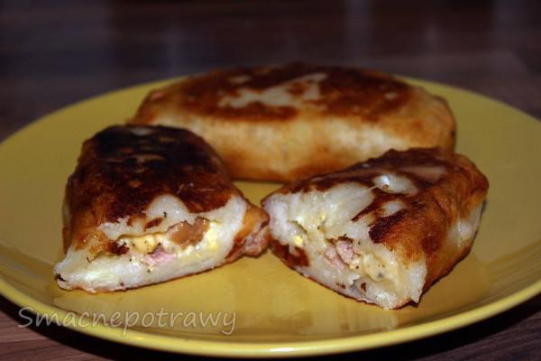 Jak zrobić krokiety ziemniaczane z serem, kiełbasą i jajkiem?