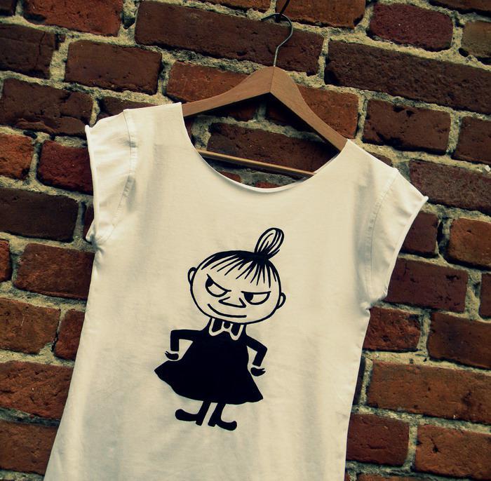 Jak przerobić zwykły T-shirt w modną koszulkę oversize