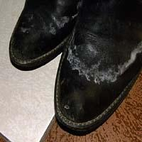 Jak usunąć zacieki z butów