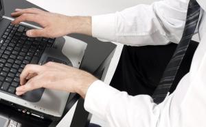 Jak bezpiecznie pracować przy komputerze