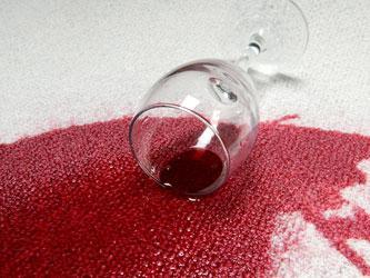 Jak wywabić plamy z wina