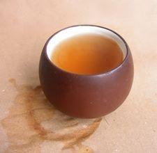Jak usunąć plamy z herbaty