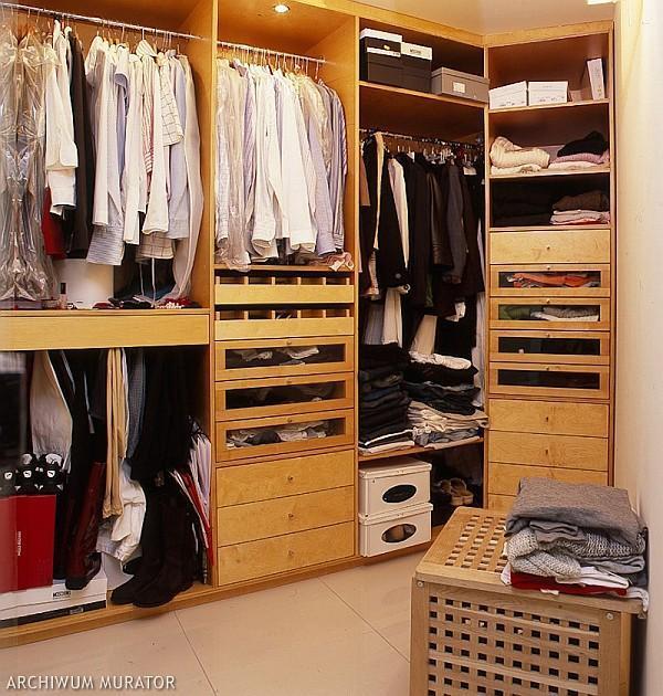 Jak zaaranżować garderobę przy sypialni