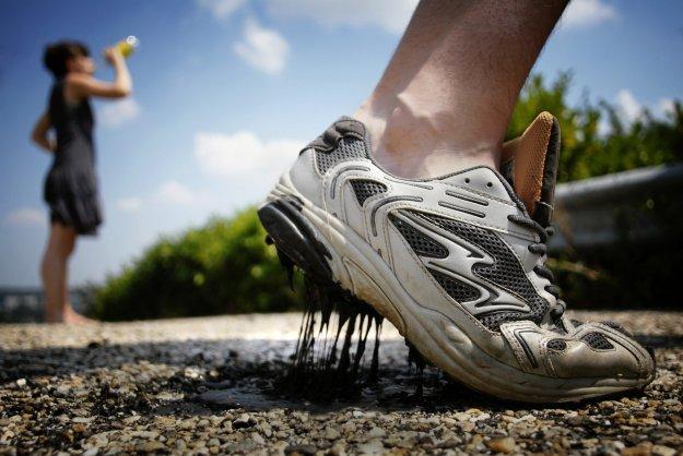 Jak usunąć plamy z asfaltu